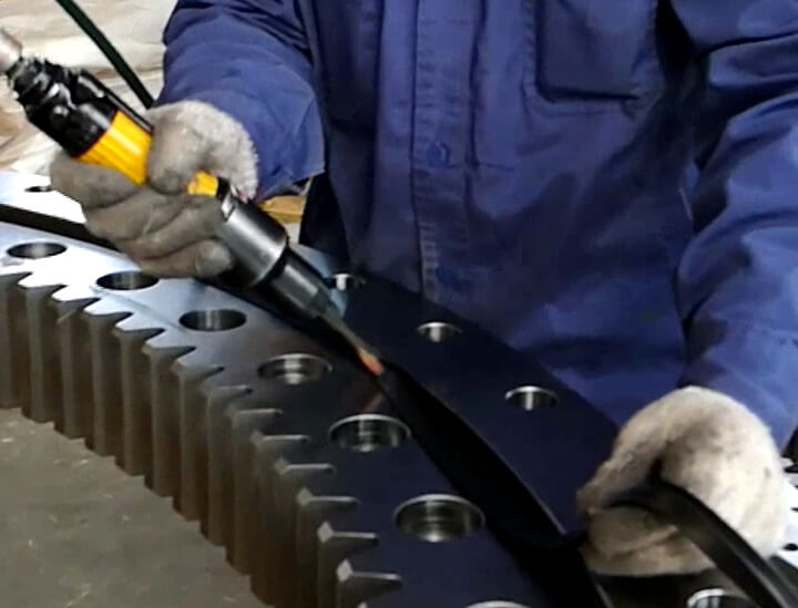 Slewing ring seal replacement standard