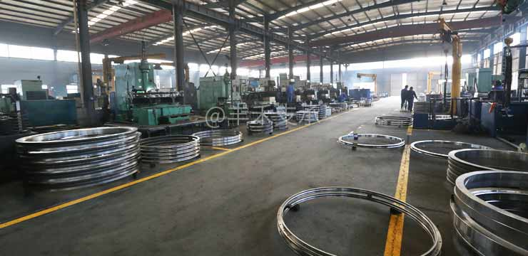 Slewing bearing production workshop